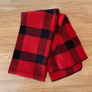 NWT Roots blanket scarf